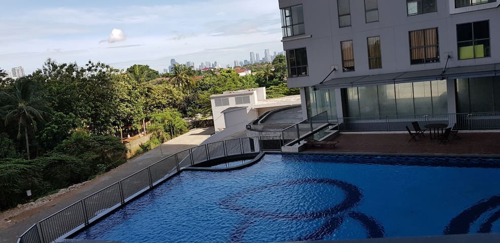 Private room with pool and city view