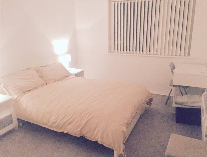 Modern cosy flat near Monton Village!