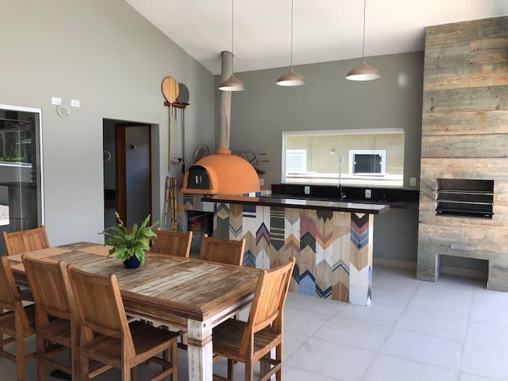 Casa com piscina+área lazer em condomínio fechado