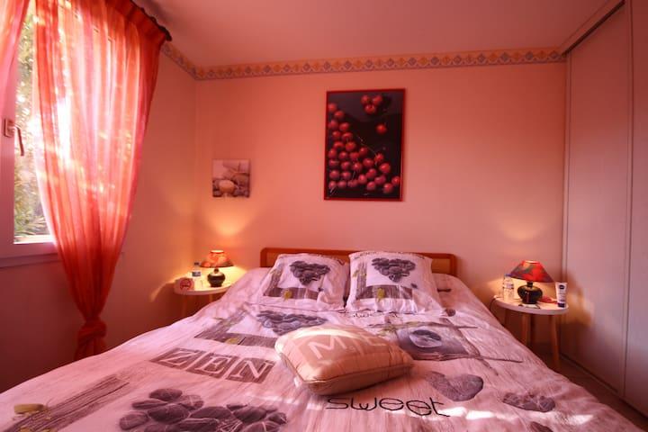 Chambre avec SDE - RDC d'une villa - Saint-Jean - บ้าน