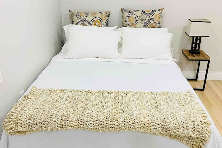 Bedroom 1 :  Queen Bed