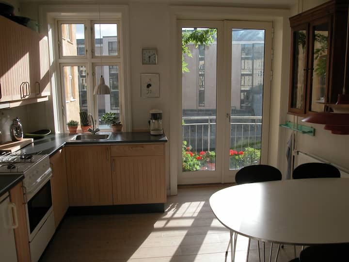 Apartment 10 min. walk from main train station