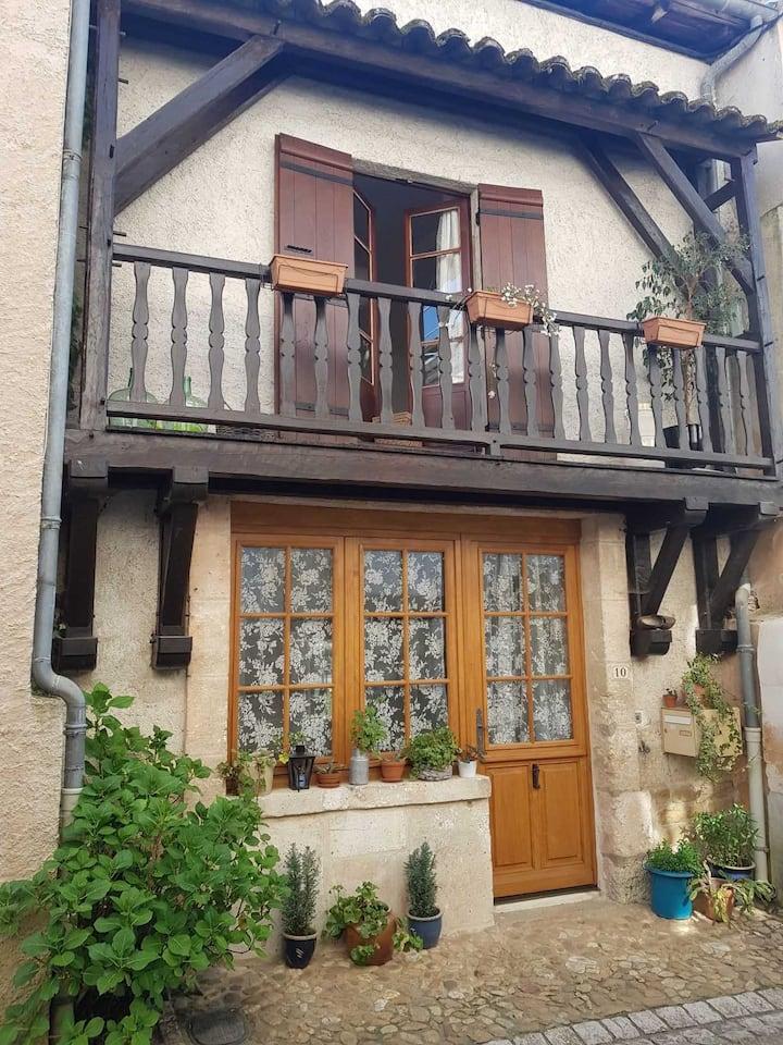 Charmante maison de village, jardin,parking +Wifi