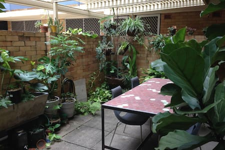 Garden apartment in the inner-city. - West End - Byt