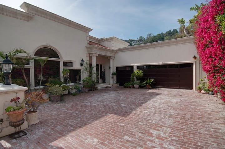 Hollywood Hills Multiview Estate Villa