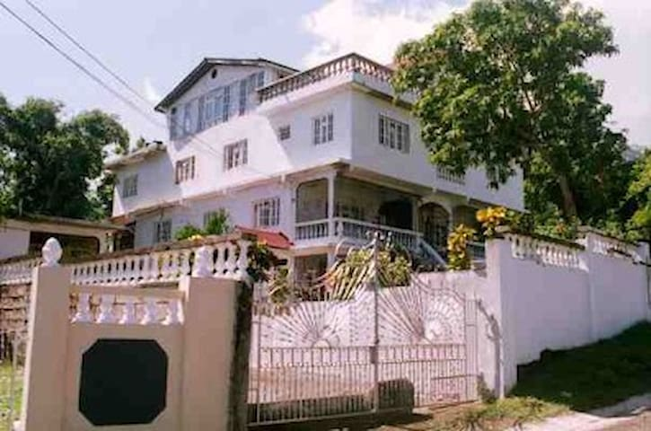 Happy Grove Lodge, beach, bar&grill - Manchioneal - Bed & Breakfast