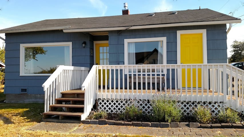 Coupeville Cottage - 2 BD, In Town! - Coupeville