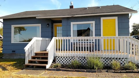 Coupeville extended stay cottage: water view, 2 BD