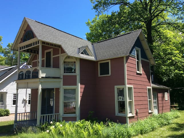 Petoskey Summer Cottage - Petoskey - Hus