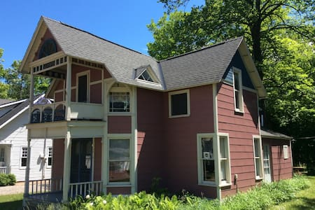 Petoskey Summer Cottage - Petoskey - บ้าน