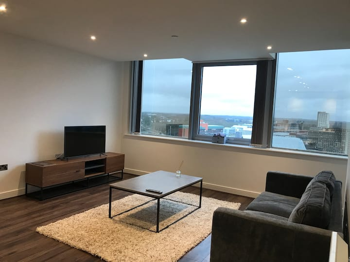 Spacious 2 bedroom apartment with lovely views