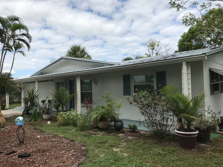 Jensen Beach House close to river and beach access