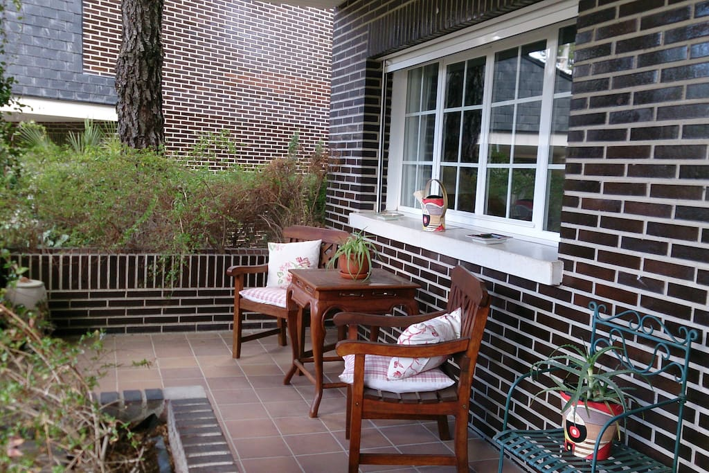 Casa con jardin bed and breakfasts en alquiler en for Piscina torrelodones