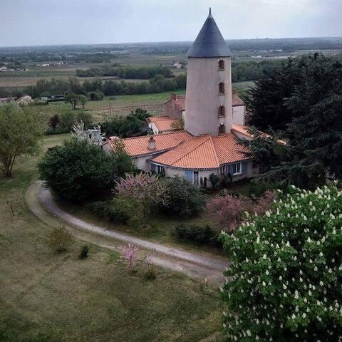 Chambre atypique dans un moulin
