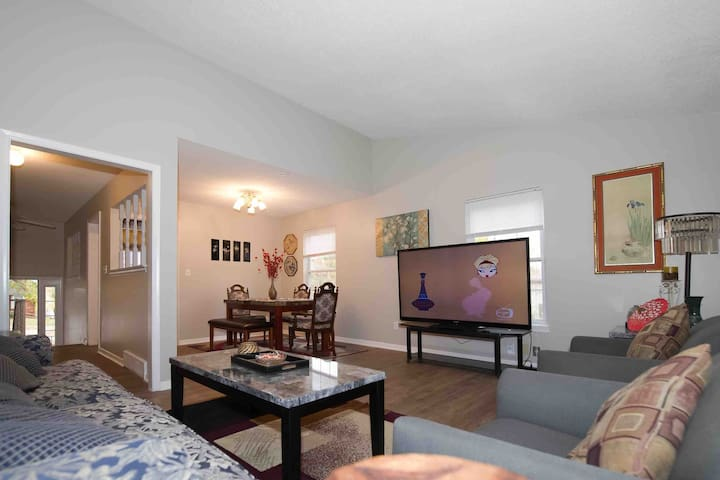 Room C - Overland Park ,Clean and Comfy  House!