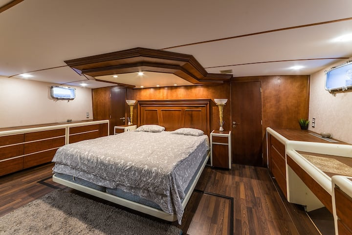 Уникальный VIP номер на яхте Broward