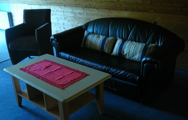 das Sofa im Wohn-Esszimmer