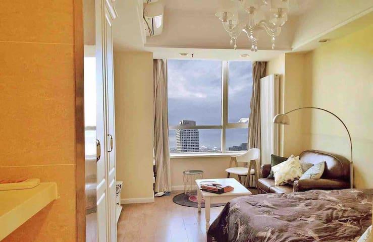 『大卫•霍克尼』美式海景油画艺术屋,直观东港,市中心交通便利