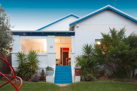 Cottesloe Seaside Cottage - House