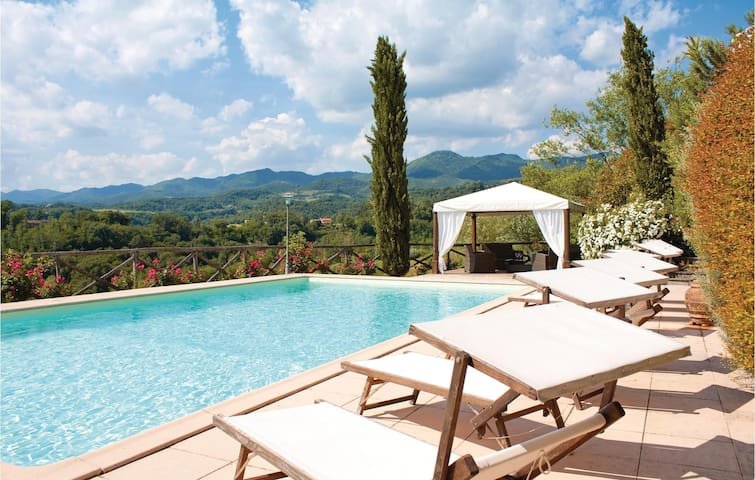 Holiday cottage with 5 bedrooms on 195m² in Vicchio FI
