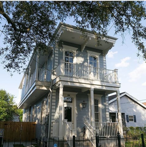 Uptown Gem- Walking Distance to St. Charles