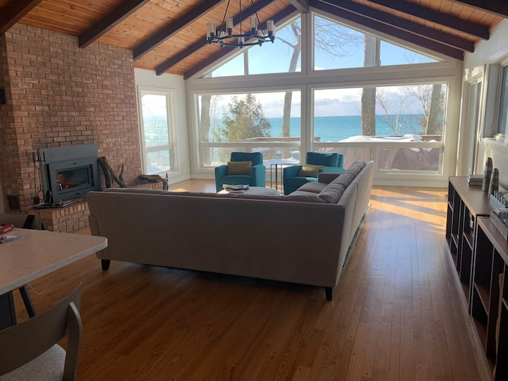Lake Michigan Beachfront — Spectacular Views