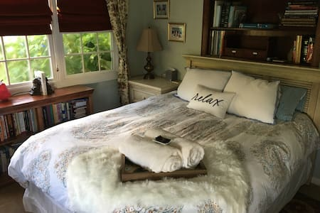 PINEAPPLE SUITE; Private cozy suite