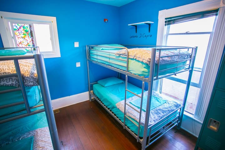 4 Bed Mixed Dorm @ Little Italy Hostel