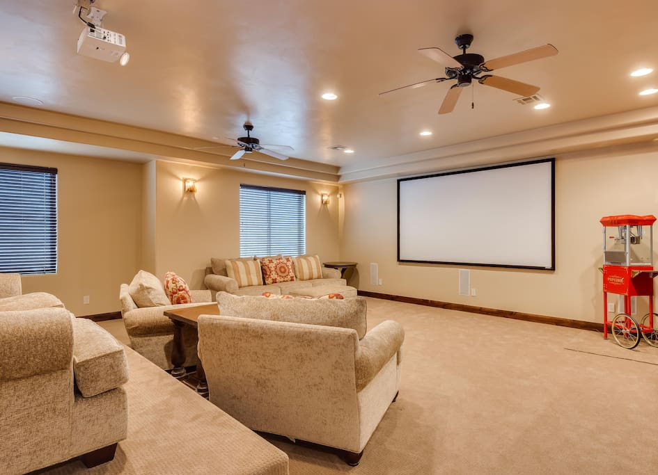 Theater Room w/ popcorn machine...watch movies or DishNetwork TV