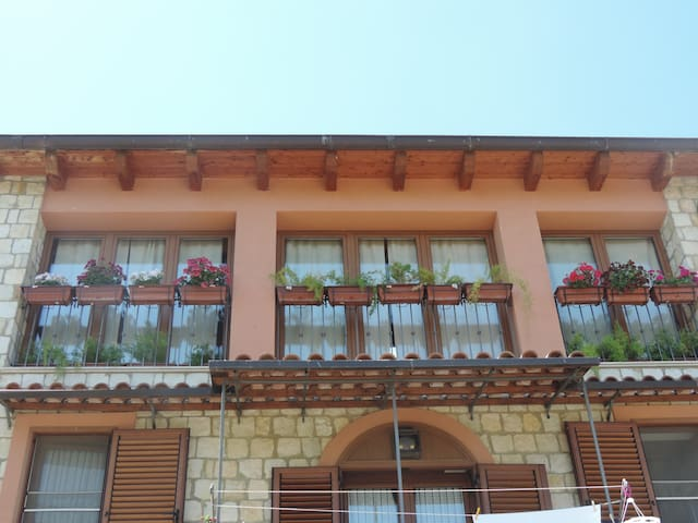 "B & B ""La Casa in Pietra"" - Santa Caterina Villarmosa - Bed & Breakfast"