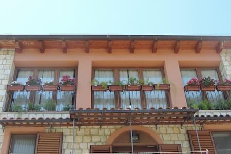 """B & B """"La Casa in Pietra"""" - Santa Caterina Villarmosa - Bed & Breakfast"""