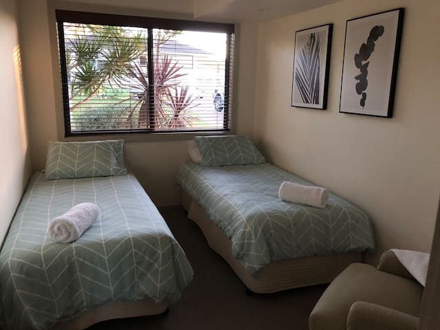 Bedroom 4 - two single beds...
