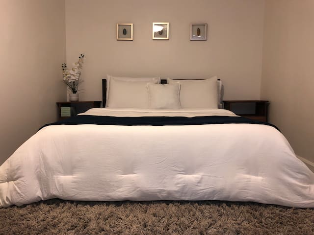 Simple but gorgeous bedroom with a queen size memory foam mattress