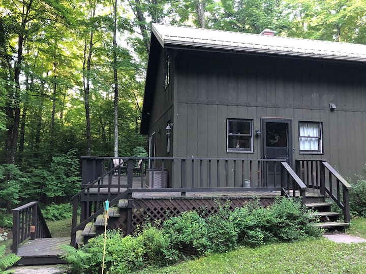 Lofted cabin on Wisconsin's beautiful Wolf River!