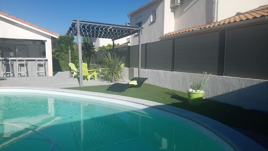 Superbe villa avec piscine privée. Tout confort.