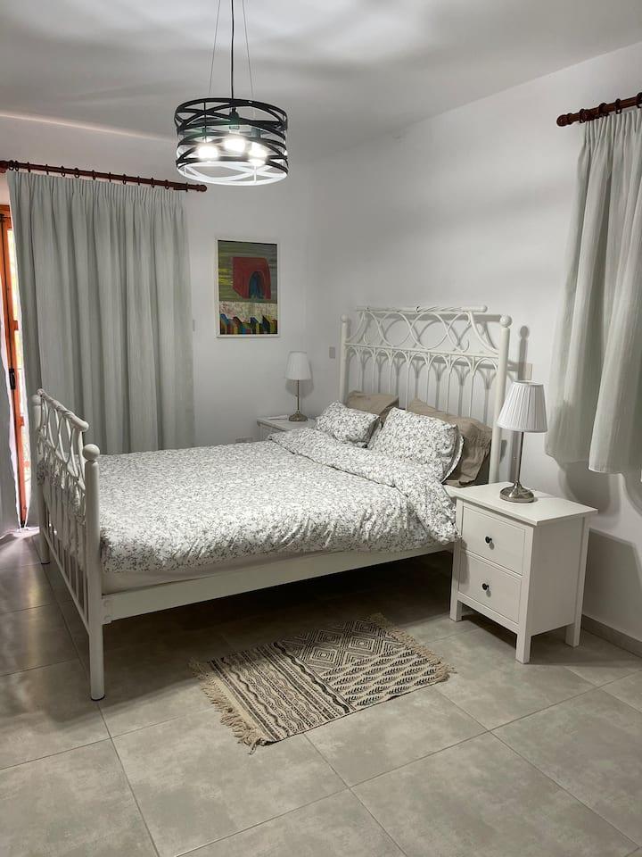 Private en-suite room #1 in Lemona village