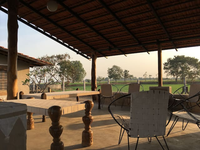 Utopia Farm Stay Room 1 - Close to Sula Vineyards