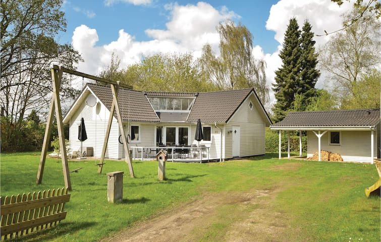 Holiday cottage with 3 bedrooms on 80m² in Fårvang