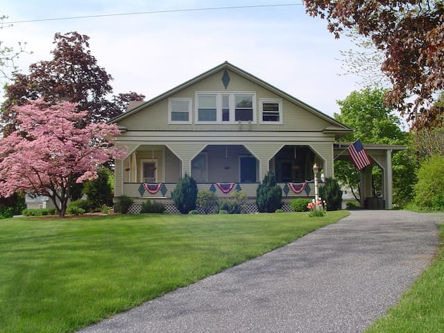 Tea Kettle Inn Bed & Breakfast - Manheim - Bed & Breakfast