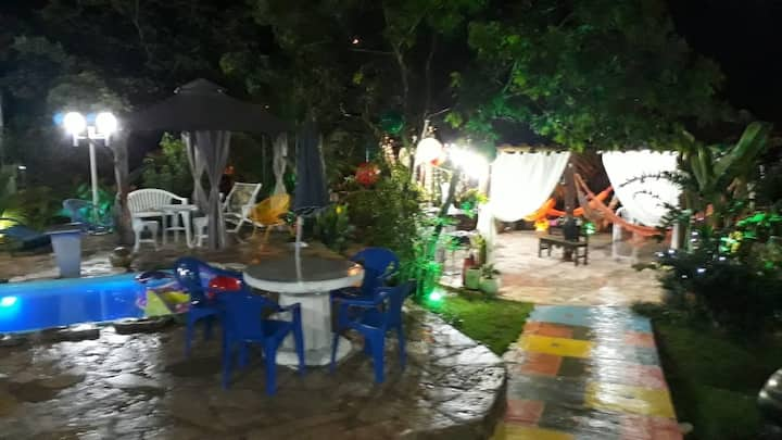 Corumbá IV: 16 pessoas/3 suítes R$900 a diária