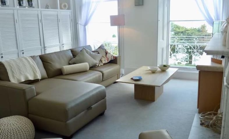 **Luxury Seaview, private balcony & parking***