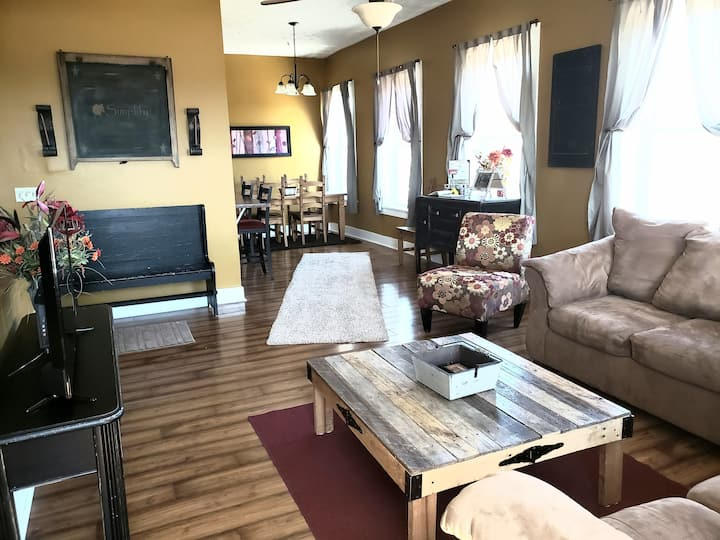 Wonderful spacious loft  in downtown Lebanon Ohio