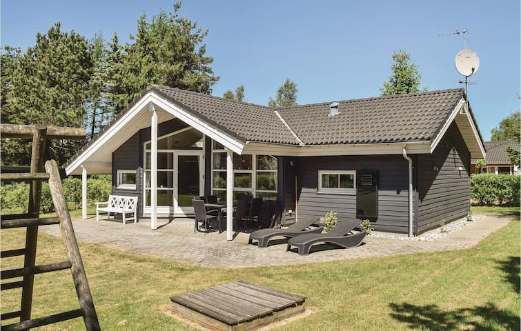 Holiday cottage with 2 bedrooms on 75m² in Fårvang