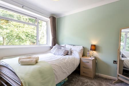 Cosy room near Swanwick train station - Rumah