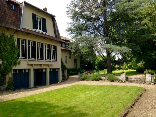 Beautiful family estate on the Seine - Tosny