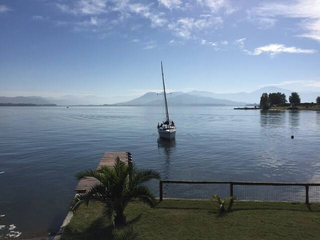 Espectacular Casa orilla Lago Rapel