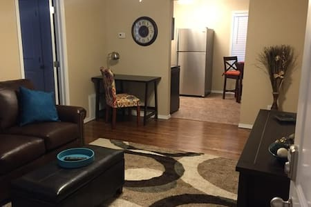 Redbud Place, Condo #1 ($59 per night 30 nights+)
