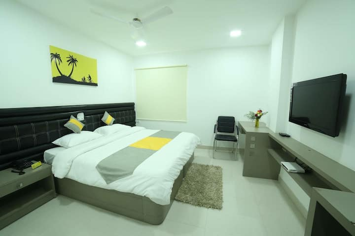 Cozy-Airy-Comfort AC Room near Inorbit Mall