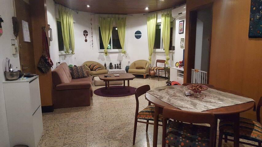 Private room in Rishon Lezion - Rishon LeTsiyon - Lejlighed
