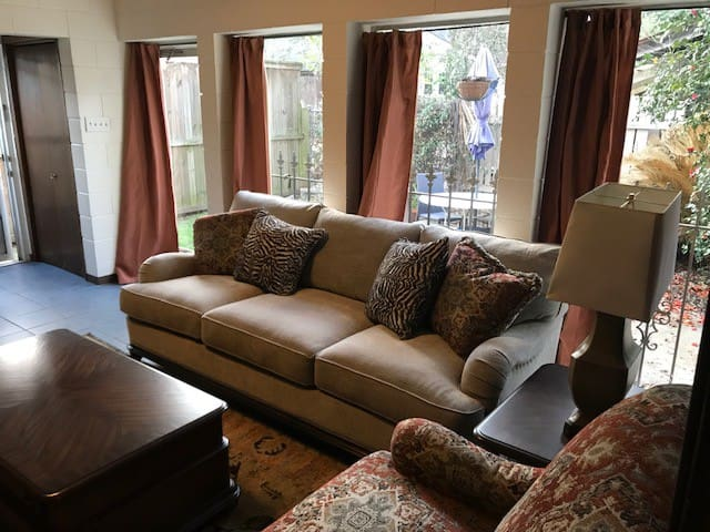 Downtown Guest House with a Private Patio